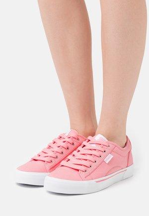 PORT - Joggesko - flamingo pink/white