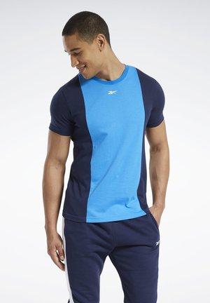 TRAINING ESSENTIALS LINEAR LOGO T-SHIRT - Print T-shirt - blue
