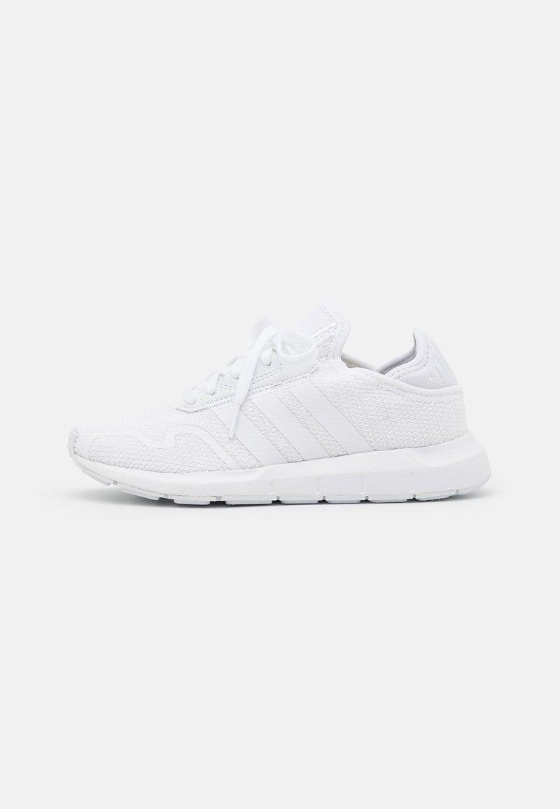 adidas Originals - SWIFT RUN X UNISEX - Trainers - footwear white