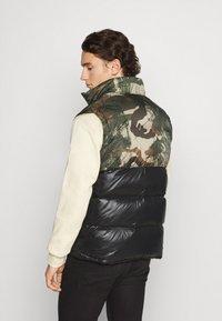 adidas Originals - VEST - Waistcoat - campri/black - 2