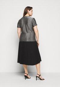 Vero Moda Curve - VMADALYN GLITTER - Basic T-shirt - black/silver - 2