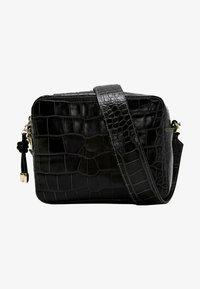 Uterqüe - MIT KROKOPRÄGUNG 01013700 - Across body bag - black - 0