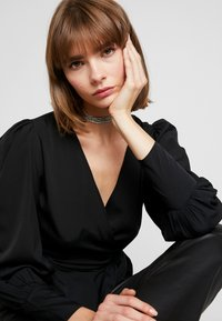 Nly by Nelly - VOLUME WRAP - Blouse - black - 3