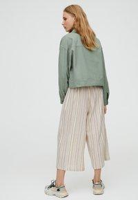 PULL&BEAR - MIT TASCHEN - Summer jacket - khaki - 2