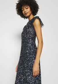 Maya Deluxe - ALL OVER SEQUIN WITH FLUTTER SLEEVE - Iltapuku - navy - 3