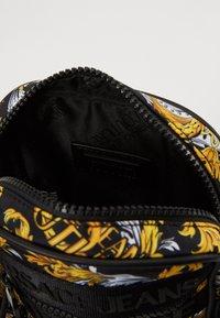 Versace Jeans Couture - UNISEX - Borsa a tracolla - black - 4