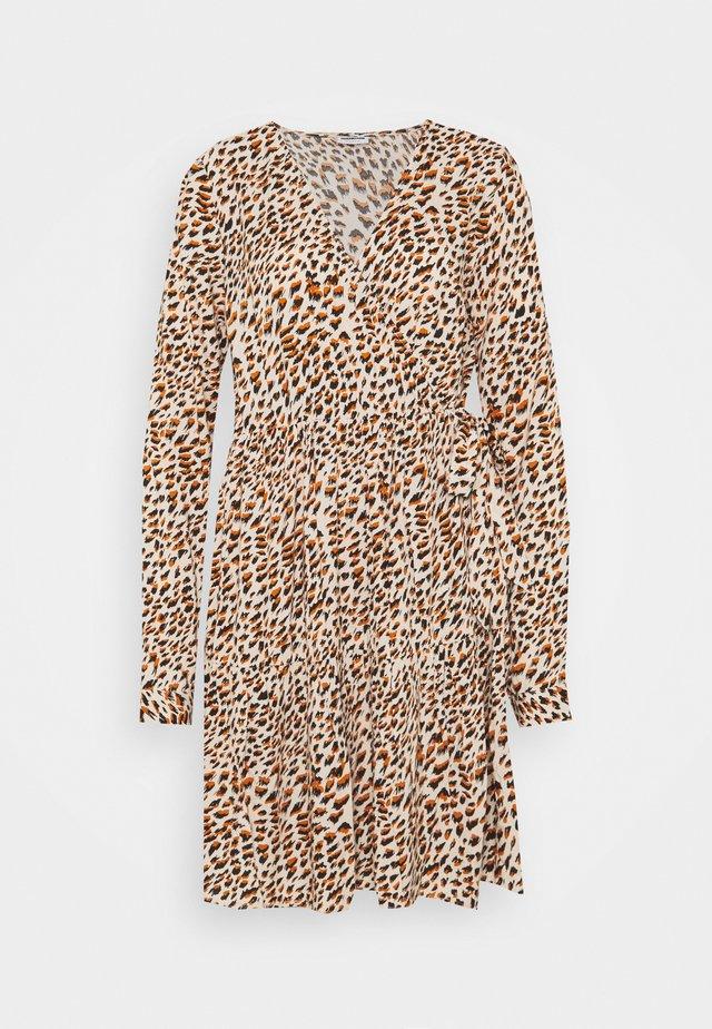 NMFIONA WRAP DRESS - Vestido informal - sugar almond