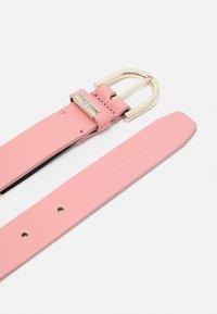Calvin Klein - ROUND BELT - Belt - pink - 1