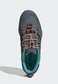 adidas Performance - TERREX SWIFT R2 HIKING SHOES - Hiking shoes - green - 2