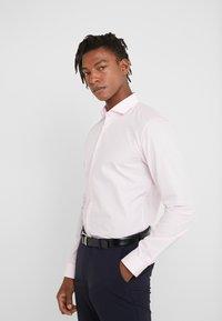 HUGO - ERRIKO EXTRA SLIM FIT - Formální košile - light pastel pink - 3