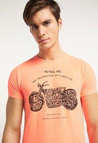 Petrol Industries - Print T-shirt - fiery coral - 3