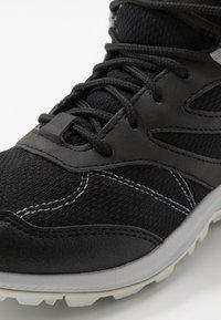 Jack Wolfskin - WOODLAND TEXAPORE MID - Hiking shoes - black/light grey - 5