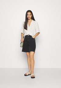 Monki - TANI BLOUSE - Skjorte - white - 1