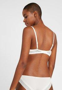 Calvin Klein Underwear - FLIRTY LINED BALCON - Kaarituelliset rintaliivit - ivory - 2