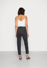 Gestuz - DENA  MOM JEANS  - Straight leg jeans - washed black - 2