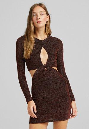 MIT LANGEN ÄRMELN UND CUT-OUTS - Cocktail dress / Party dress - brown