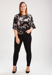 Zizzi - AMY LONG - Vaqueros pitillo - black - 1