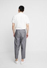 Twisted Tailor - DOORS TROUSER - Pantalones - blue - 2