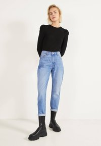 Bershka - MOM - Jeans Straight Leg - blue-black denim - 1