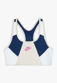 Nike Sportswear - NIKE SPORT-BH FÜR ÄLTERE KINDER (MÄDCHEN) - Bustier - orewood brown/blue void/white/fire pink - 0