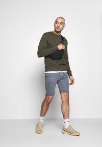 Replay - MA981B SHORT - Denim shorts - stone blue - 1