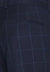 Isaac Dewhirst - THE FASHION SUIT PEAK WINDOW CHECK - Suit - dark blue - 10