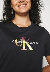 Calvin Klein Jeans Plus - PLUS SATIN BONDED MONOGRAM TEE - Print T-shirt - gradient black - 5