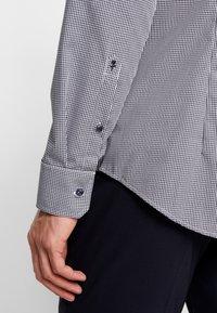 Seidensticker - SLIM FIT - Zakelijk overhemd - dark blue - 5