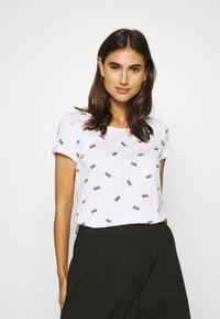 edc by Esprit - T-shirt z nadrukiem - white - 0