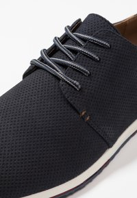 Madden by Steve Madden - BAILL - Casual lace-ups - navy - 5
