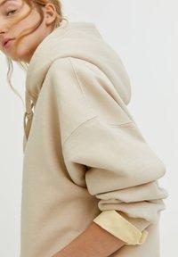 PULL&BEAR - OVERSIZE - Hoodie - mottled beige - 3