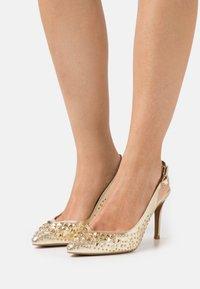 Alma en Pena - Classic heels - gold - 0