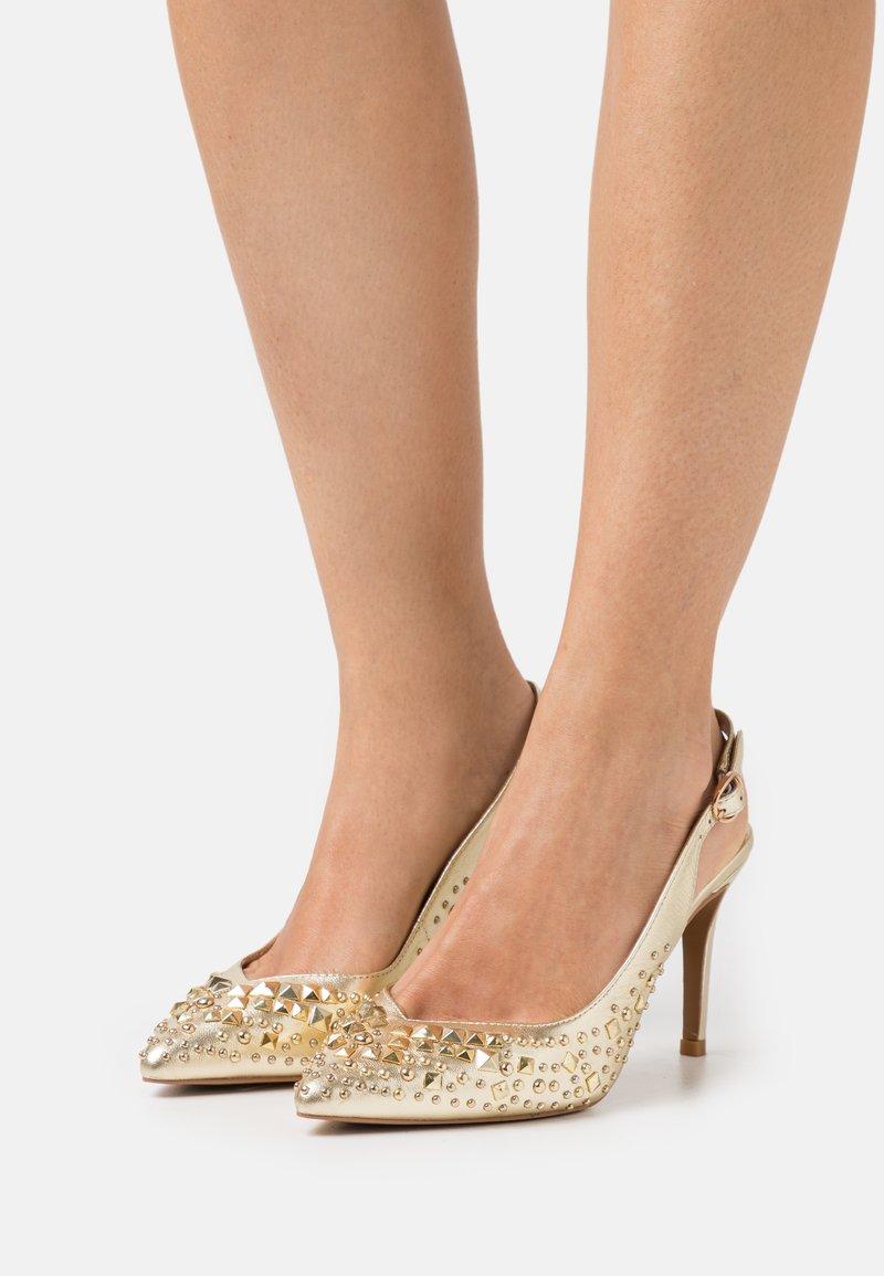 Alma en Pena - Classic heels - gold