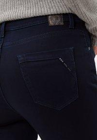BRAX - STYLE MARY - Jeans slim fit - clean dark blue - 4