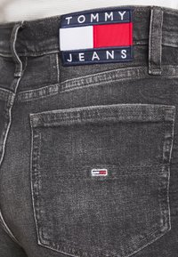 Tommy Jeans - MOM - Relaxed fit jeans - ginger grey - 3