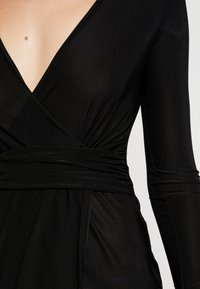 Missguided - SLINKY PLUNGE WRAP BELT DETAIL MIDI DRESS - Jerseyjurk - black - 5