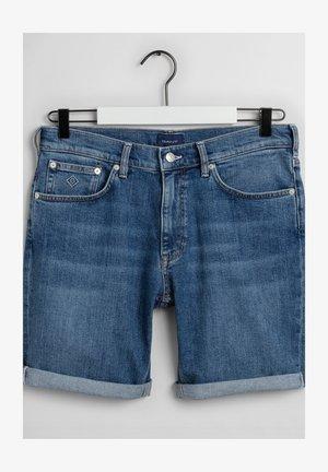 Jeansshorts - semi light blue worn in