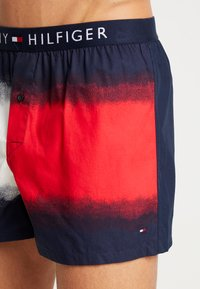 Tommy Hilfiger - DIP DYE FLAG - Boxer shorts - red - 4