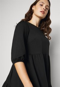 New Look Curves - TIER LOOPBACK SMOCK - Jersey dress - black - 3