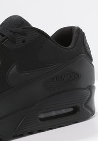 Nike Sportswear - AIR MAX 90 ESSENTIAL - Sneakersy niskie - black - 5