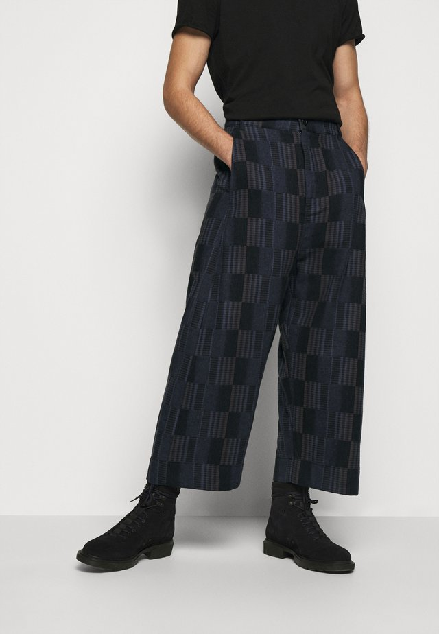 KEY PANTS MIXED CHECKS - Kalhoty - dark blue