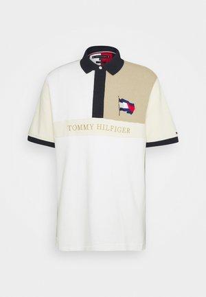 BRANDED TONAL BLOCK CASUAL - Polo shirt - camel