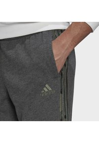 adidas Performance - COMOUFLAGE PT ESSENTIALS SPORTS REGULAR PANTS - Tracksuit bottoms - grey - 3