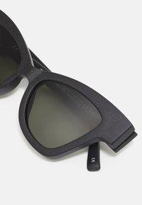 Le Specs - HOURGRASS - Sunglasses - black grass - 3