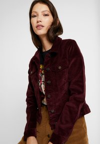 Vero Moda - VMSOYA SLIM JACKET - Summer jacket - port royale - 4