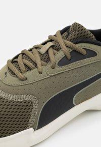 Puma - JARO - Zapatillas de entrenamiento - burnt olive/black/whisper white - 5