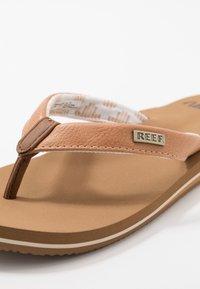 Reef - CUSHION - Sandály s odděleným palcem - natural - 2