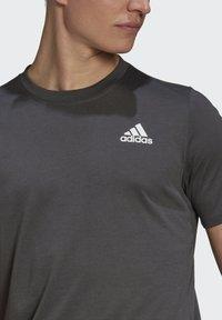 adidas Performance - AEROREADY DESIGNED 2 MOVE SPORT T-SHIRT - T-shirts print - grey - 2