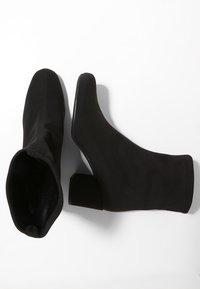 Pretty Ballerinas - Classic ankle boots - black - 2