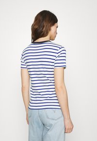 Petit Bateau - TEE - Print T-shirt - marshmallow/surf - 2